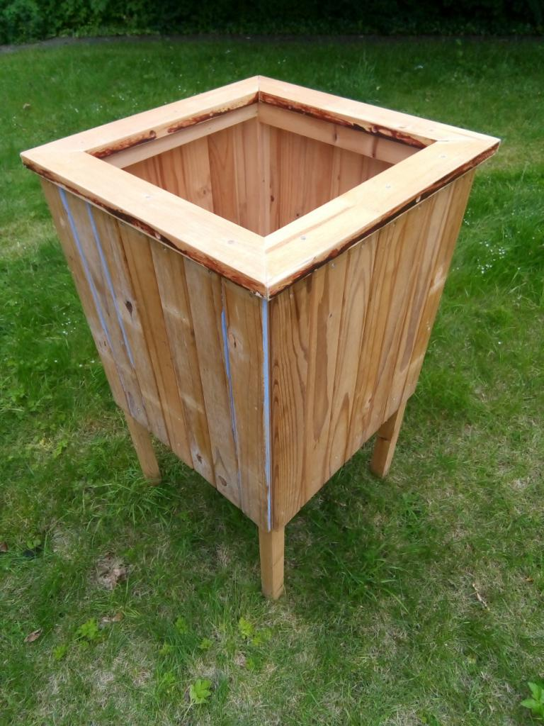 Large wooden Garden Planter for Sale .. �10 .. buyer collects from Old School ... .man not included!